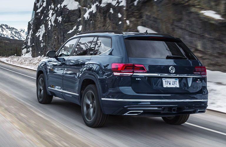 2020 Volkswagen Atlas blue back view