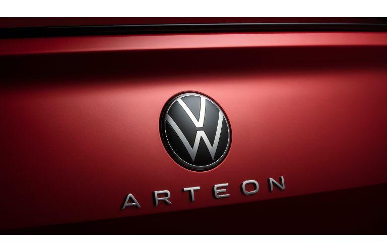 2021 Volkswagen Arteon exterior closeup of VW emblem and Arteon model badge tag on trunk
