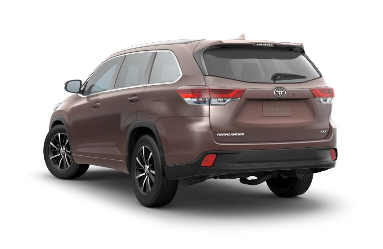 Rear View of Brown 2018 Toyota Highlander