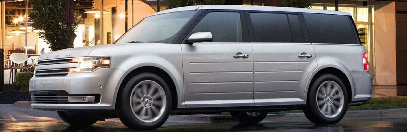 2018 Ford Flex exterior front fascia and driers side parked outside of restaurant