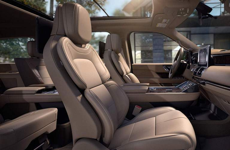 2018 Lincoln Navigator front seating area