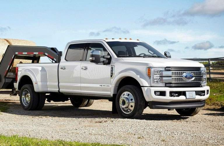2017 Ford F-450 white side view