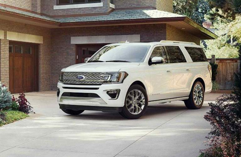 2018 Ford Expedition White side view in a driveway