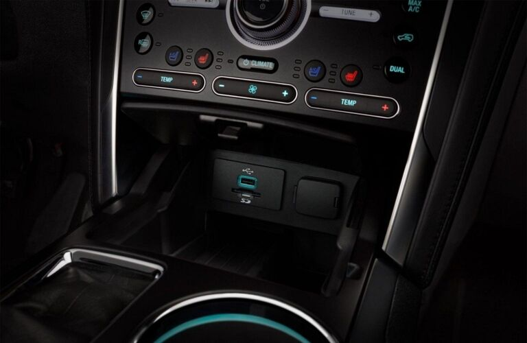2018 Ford Explorer center console features