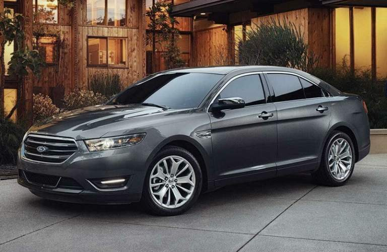 2018 Ford Taurus gray side view