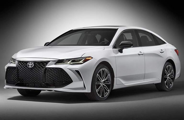 Front End and Side View of the 2019 Toyota Avalon in White