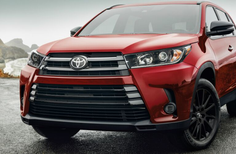2019 Toyota Highlander front grille and headlights