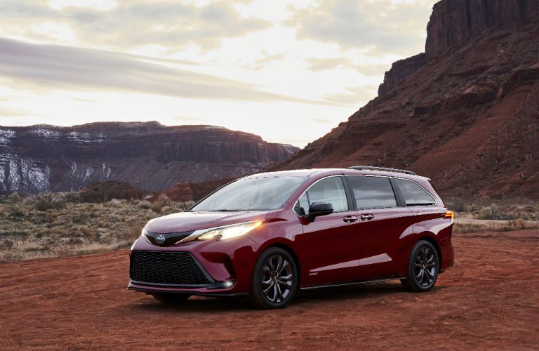 A front left quarter photo of the 2021 Toyota Sienna.