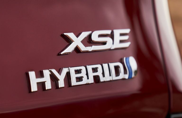 A photo of the XSE Hybrid badge used on the back of the 2021 Toyota Sienna.