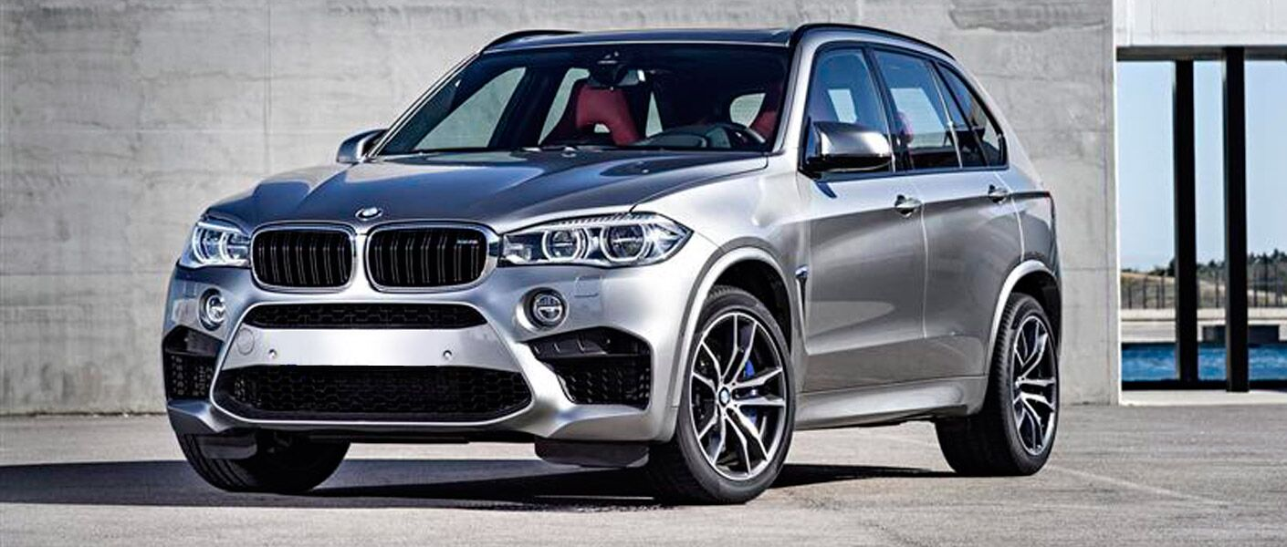 2015 BMW X5 exterior front fascia and drivers side next to gray building