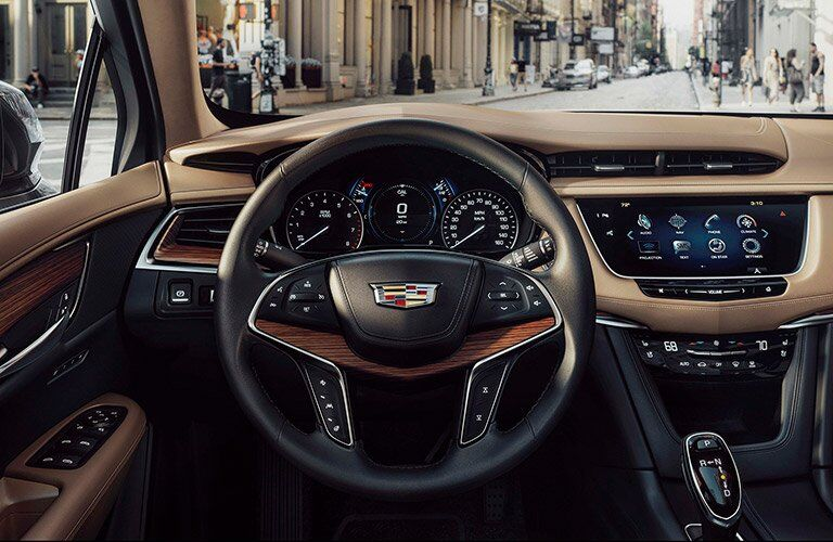steering wheel wood trim in cadillac xt5