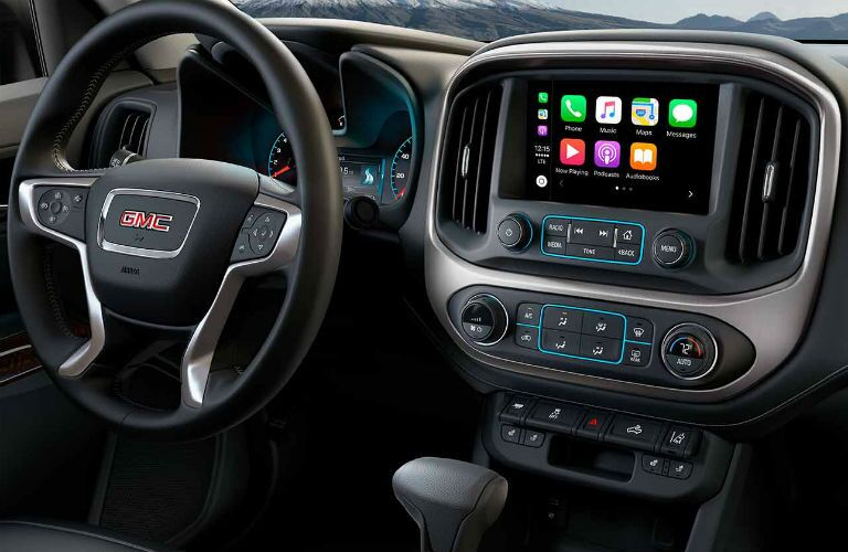 2018 GMC Canyon dash and infotainment system