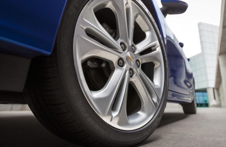 2018 Chevy Cruze blue rims up close