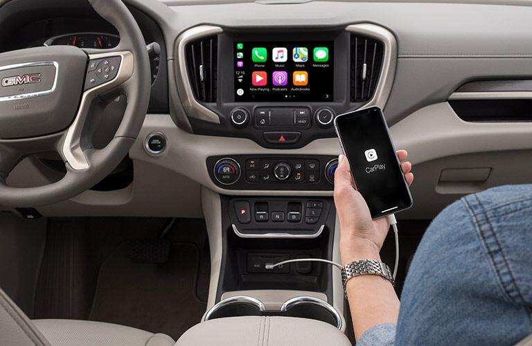 2019 GMC Terrain infotainment screen and Apple CarPlay