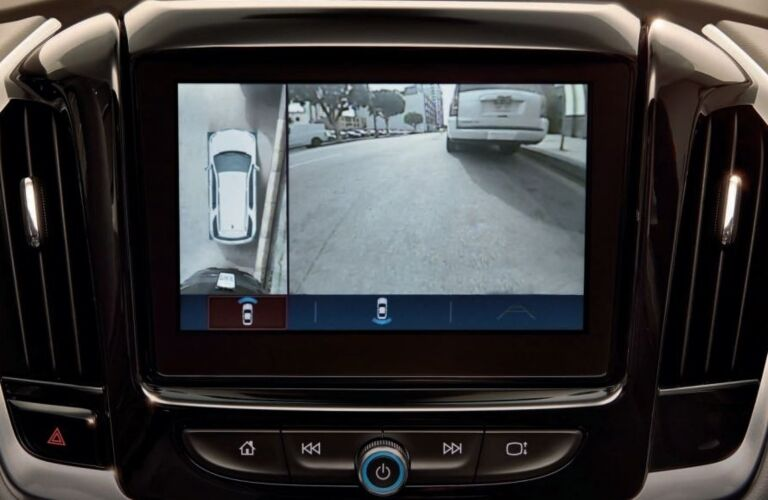 2019 Chevy Traverse Surround Vision infotainment screen