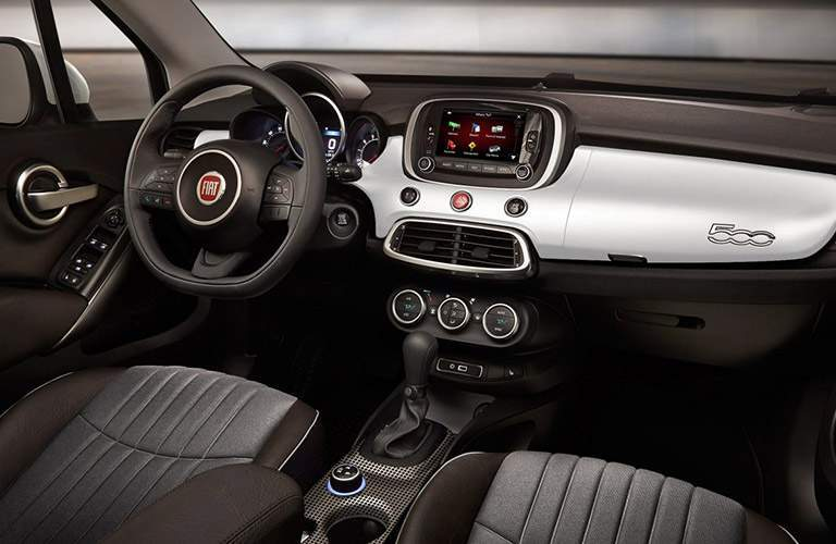 Front seats and dashboard of Fiat 500x model