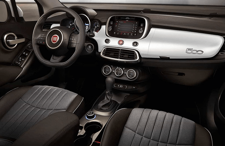 Steering wheel and center touchscreen of 2018 Fiat 500X