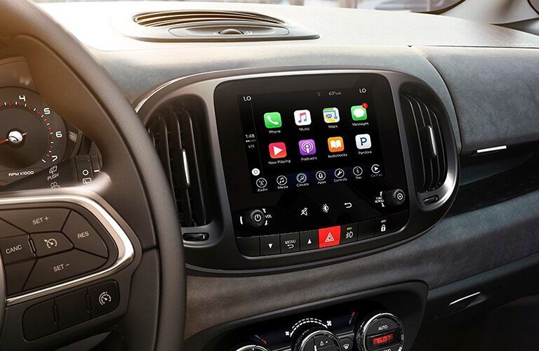 infotainment system of 2019 fiat 500l