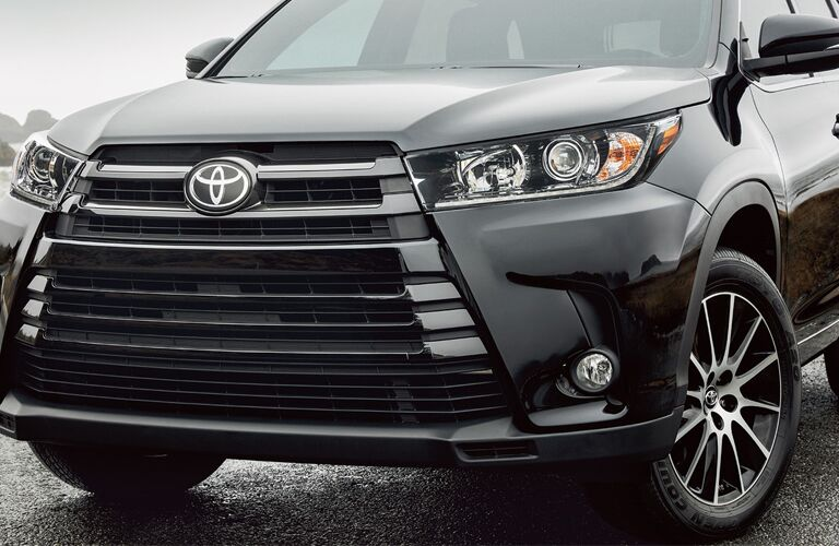 Closeup of grille on 2018 Toyota Highlander