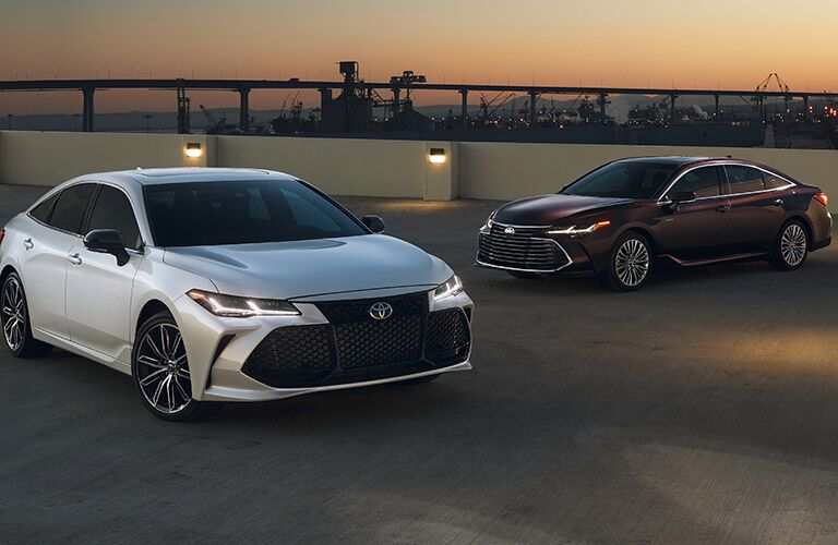 2019 Toyota Avalon in White and Black Paint Colors