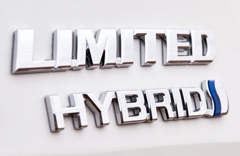 A photo of the hybrid badge used by the 2021 Toyota Sienna.