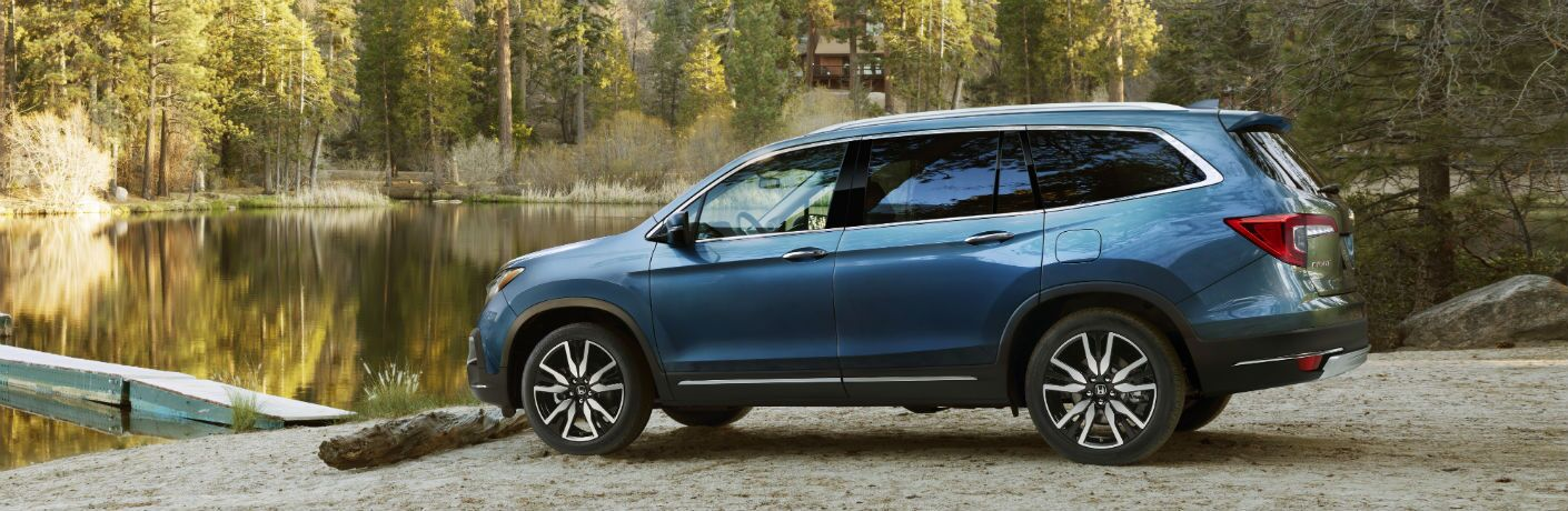 side view of a blue 2019 Honda Pilot