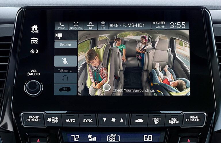 Happy family on the screen of a 2021 Honda Odyssey