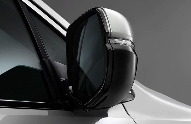 Light-infused side mirrors on a 2021 Honda Pilot