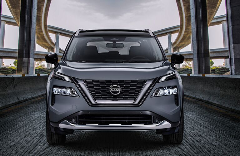 Head-on view of a silver 2021 Nissan Rogue