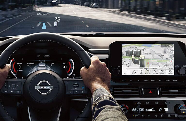 Heads-Up Display and front dash in 2022 Nissan Pathfinder