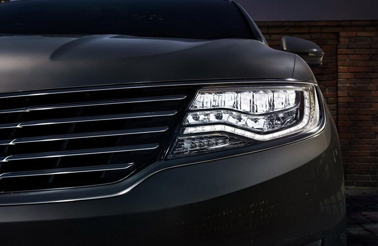 Headlight on the 2018 Lincoln MKX