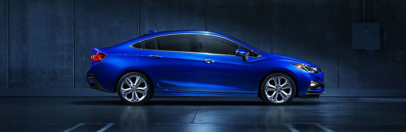 side view blue 2018 chevrolet cruze