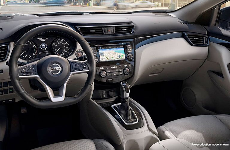 2018 Nissan Qashqai interior steering wheel and display