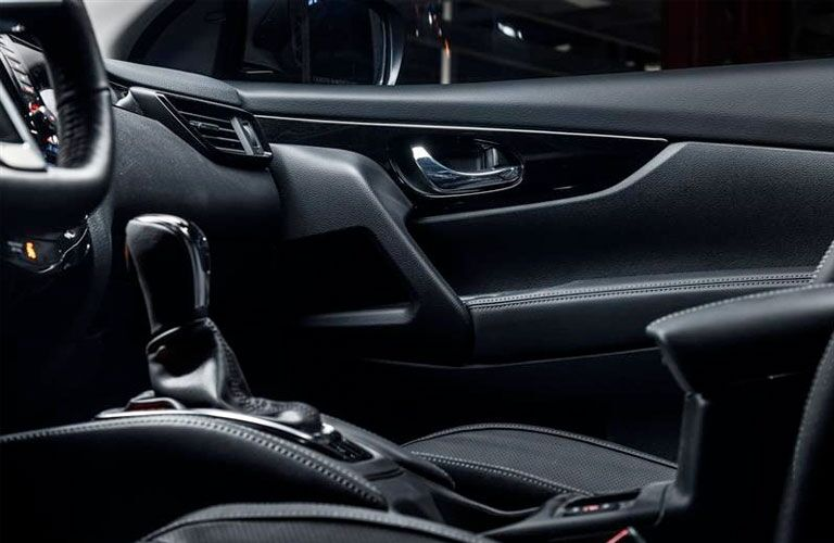 side view of front seats in a 2020 Nissan Rogue