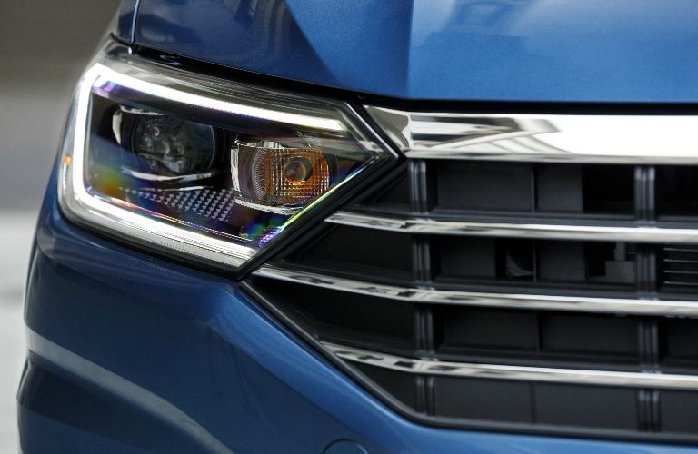 2019 volkswagen jetta headlamp and grille closeup