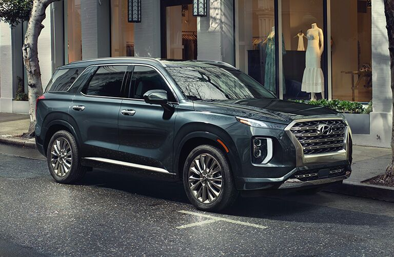 hyundai palisade in a city