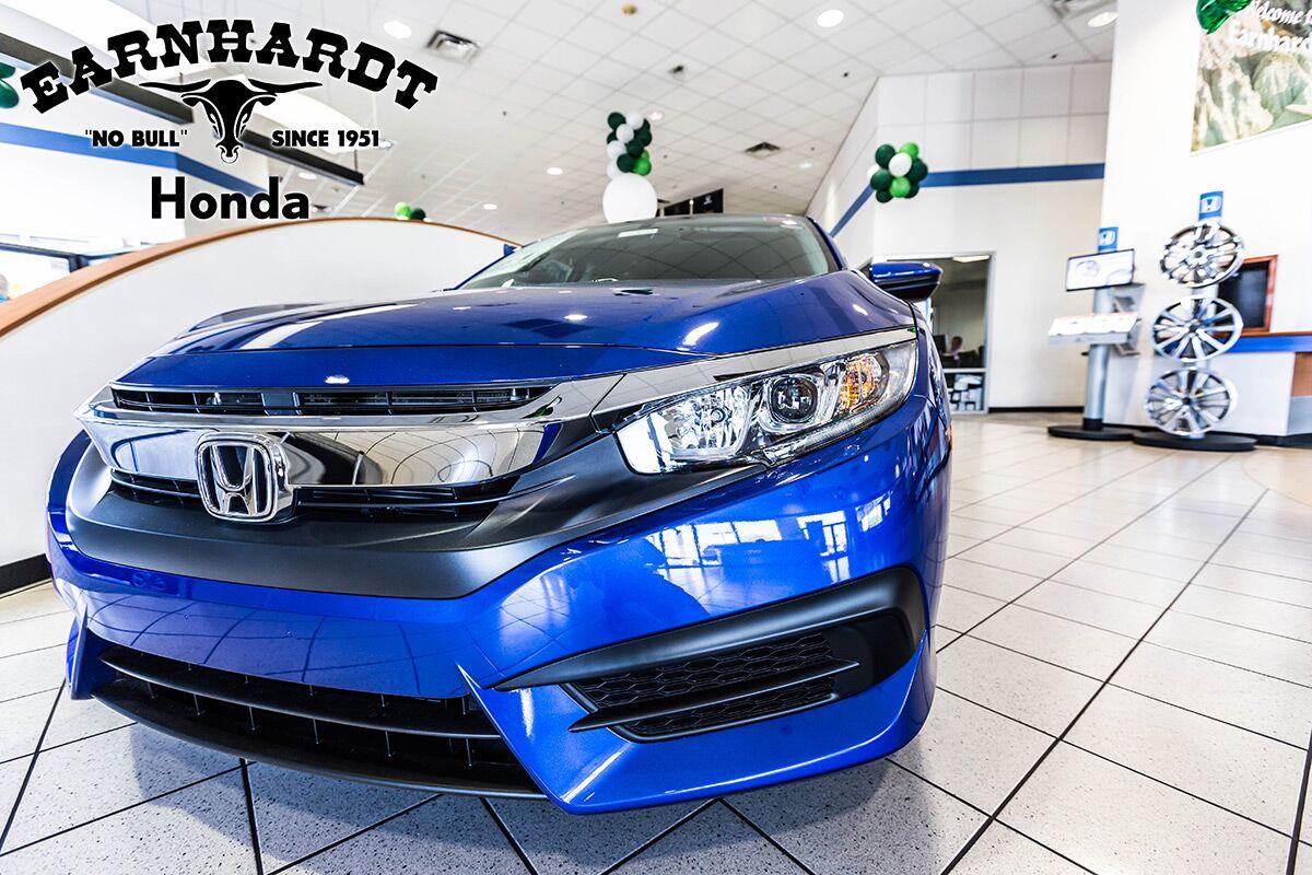 Honda Dealer Showroom in Phoenix