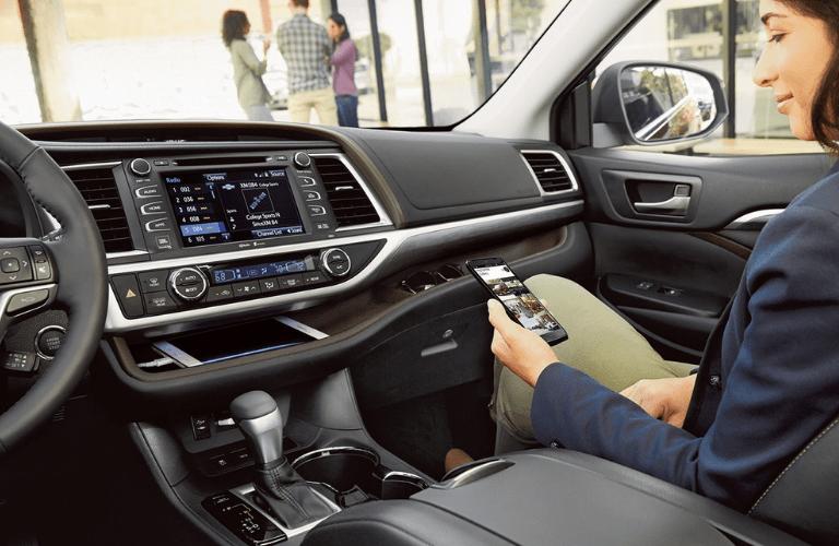 2019 Toyota Highlander Hybrid interior front