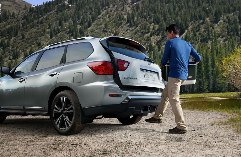2018 Nissan Pathfinder with Motion Activated Liftgate