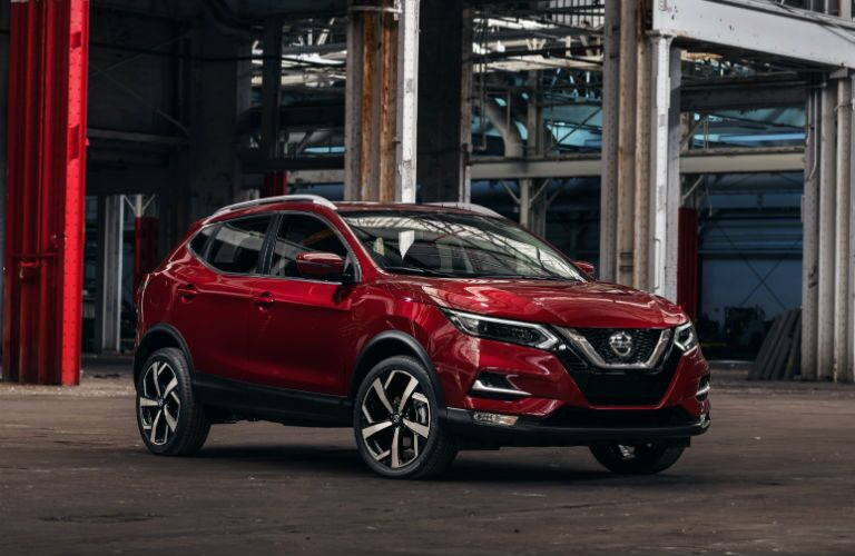 A front right quarter photo of the 2020 Nissan Rogue Sport.