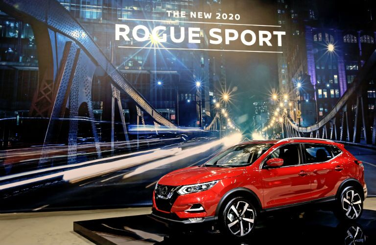 A left front quarter photo of the 2020 Nissan Rogue Sport.