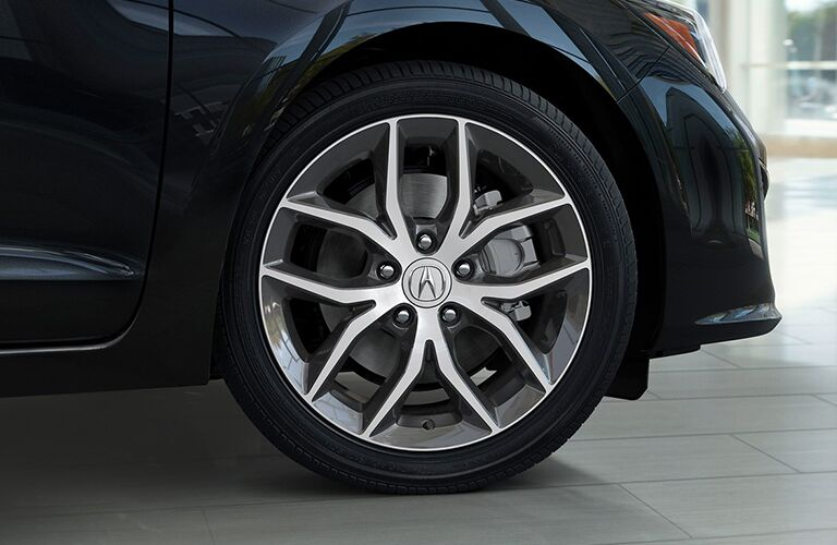 wheel of dark blue acura ilx