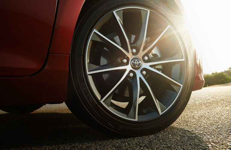 2016 toyota camry wheels tires red exterior