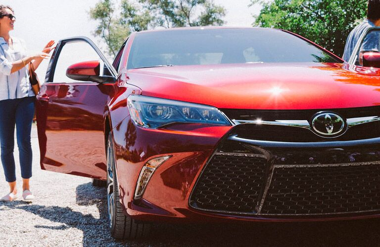 2016 toyota camry hybrid red exterior front grille