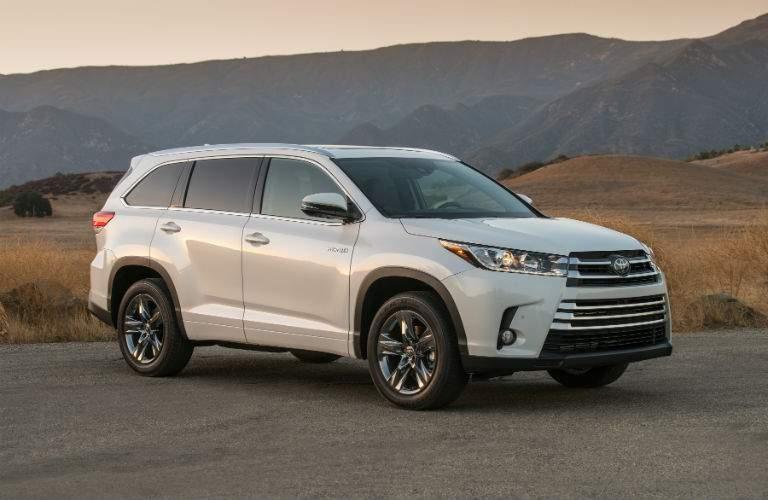 2018 Toyota Highlander Hybrid Exterior Passenger Side Front Profile