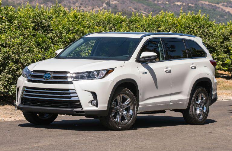 2018 Toyota Highlander Hybrid Exterior Driver Side Front Angle