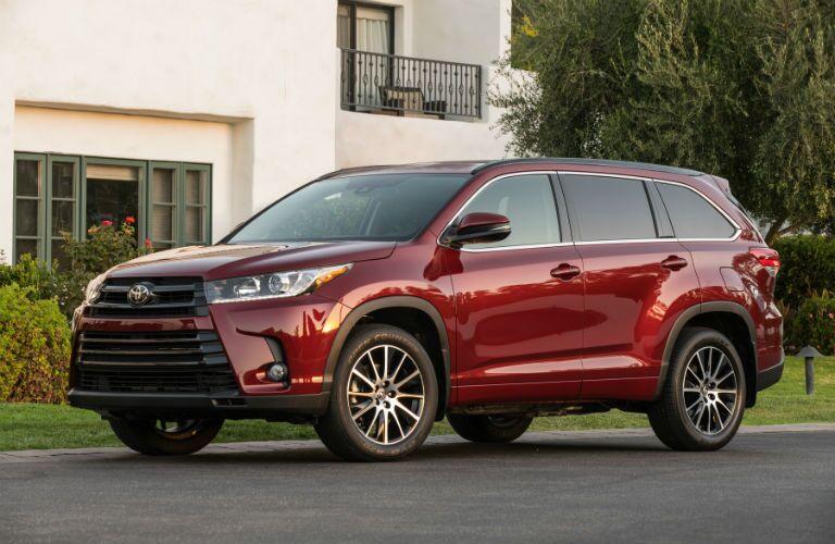 2018 Toyota Highlander Exterior Driver Side Front Angle