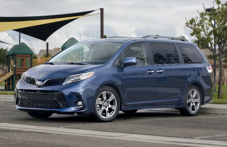 2018 Toyota Sienna Exterior Driver Side Front Angle