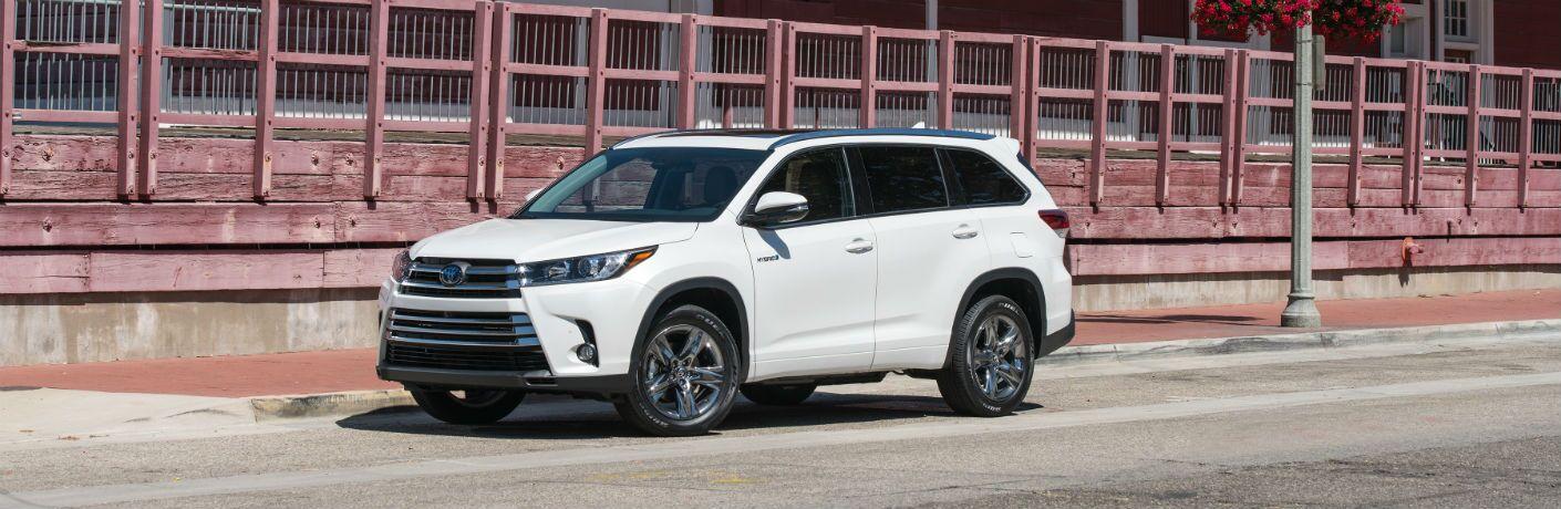 2019 Toyota Highlander Hybrid Exterior Driver Side Front Profile