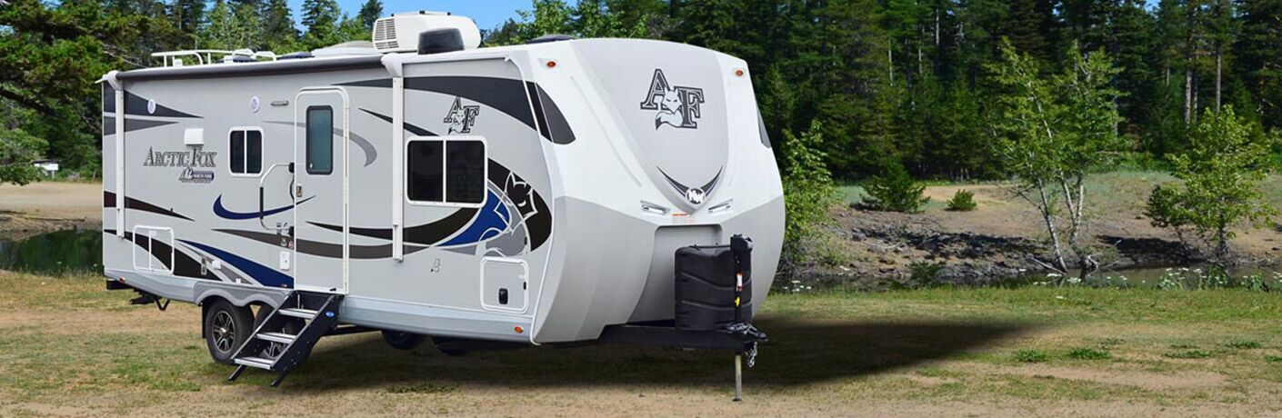 2020 Arctic Fox exterior passenger side and front